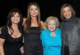 HOT IN CLEVELAND_CAST