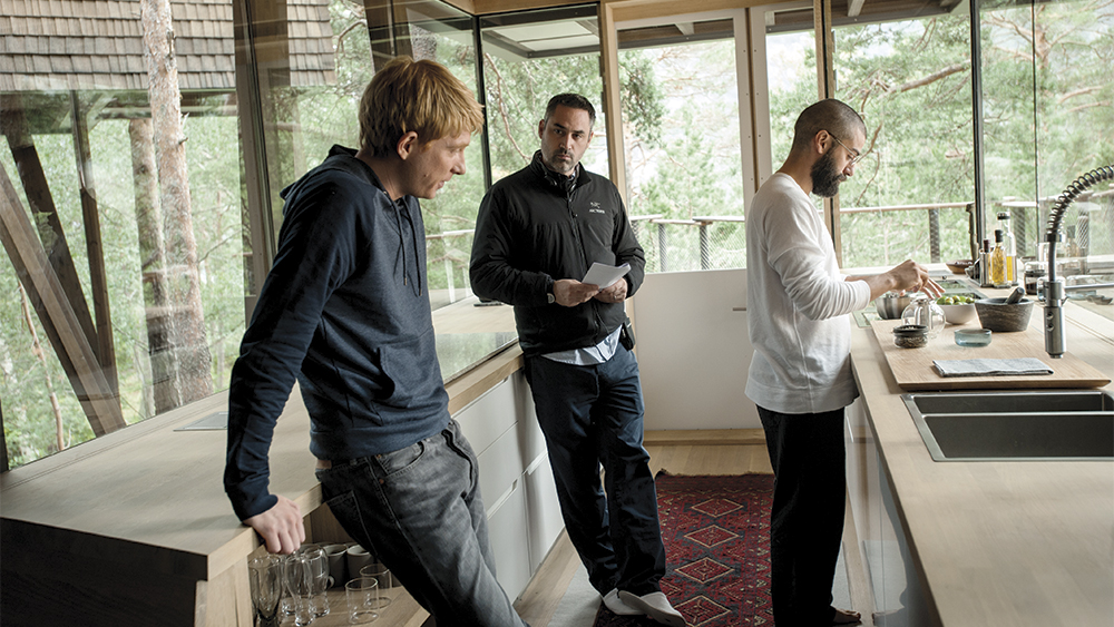 Ex Machina Tells Ai Tale With Blend Of Vfx Human Emotion Variety