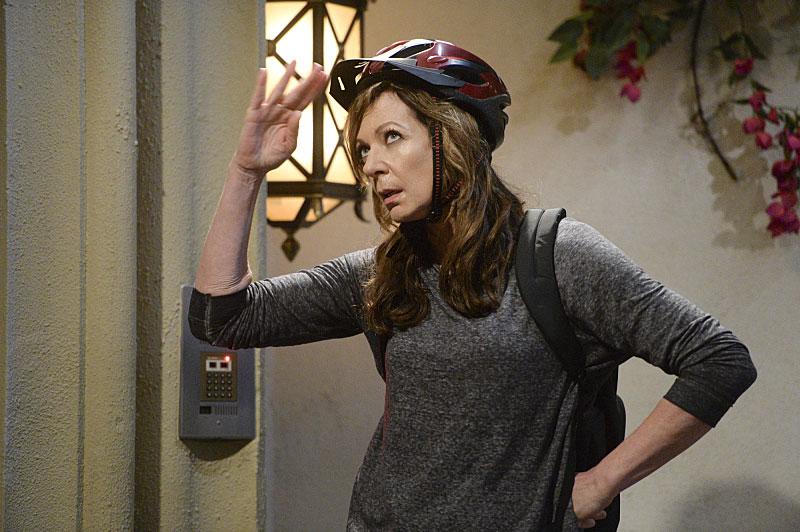 Allison-Janney-mom
