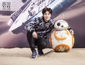"""Chinese celebrity Lu Han with BB8, promoting """"Star Wars: The Force Awakens"""""""
