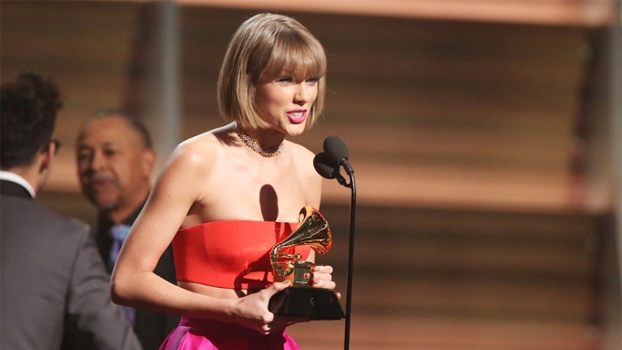 Watch Grammys Taylor Swift Disses Kanye West In Acceptance Speech Variety