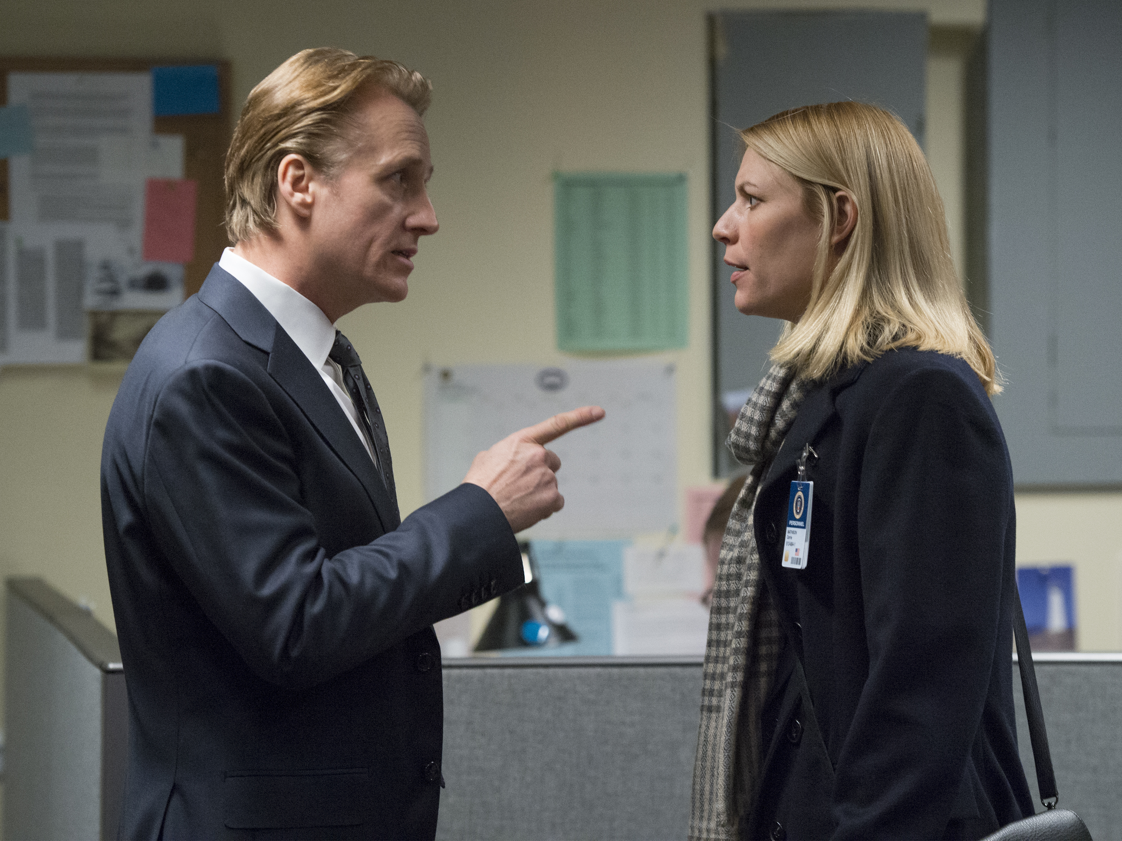 Linus Roache as David Wellington and Claire Danes as Carrie Mathison in HOMELAND (Season 6, Episode 12). - Photo: JoJo Whilden/SHOWTIME - Photo ID: HOMELAND_612_3226.R