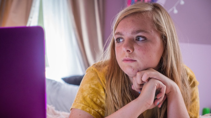 Elsie Fisher appears in I Think