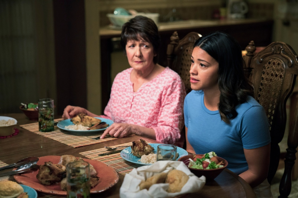 "Jane The Virgin -- ""Chapter Seventy-Eight"" -- Image Number: JAV414a_0083.jpg -- Pictured (L-R): Ivonne Coll as Alba and Gina Rodriguez as Jane -- Photo: Michael Desmond/The CW -- © 2018 The CW Network. All Rights Reserved."