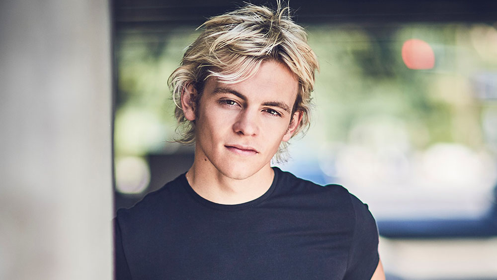 Netflix S Sabrina Series Casts Ross Lynch As Harvey Kinkle Variety This was about 10ish years ago. sabrina series casts ross lynch