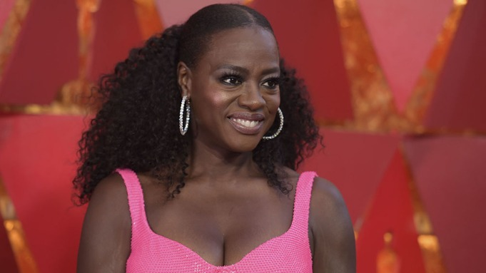Viola Davis arrives at the Oscars,