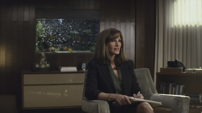 'Homecoming' Review: Julia Roberts Stars in