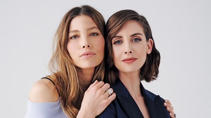Jessica Biel (L) and Alison Brie