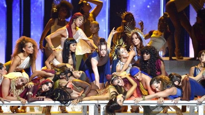 Ariana Grande MTV VMAs performance