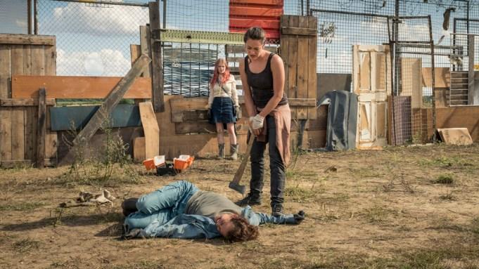 Bild 13aEin Zombi beißt Isabelle in