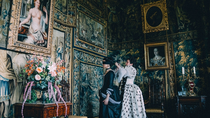 Rachel Weisz and Olivia Colman in the film THE FAVOURITE. Photo by Atsushi Nishijima.© 2018 Twentieth Century Fox Film Corporation All Rights Reserved