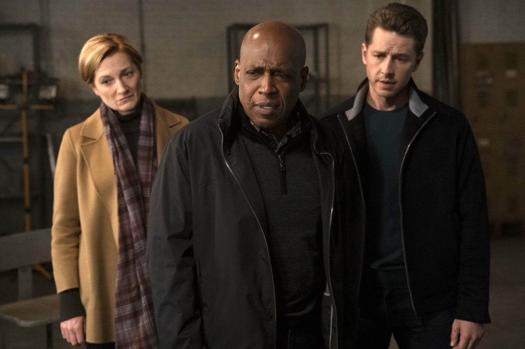 """MANIFEST -- """"Dead Reckoning"""" Episode 109 -- Pictured: (l-r) Francesca Faridany as Fiona Clarke, Daryl Edwards as NSA Director Vance, Josh Dallas as Ben Stone -- (Photo by: Peter Kramer/NBC/Warner Brothers)"""
