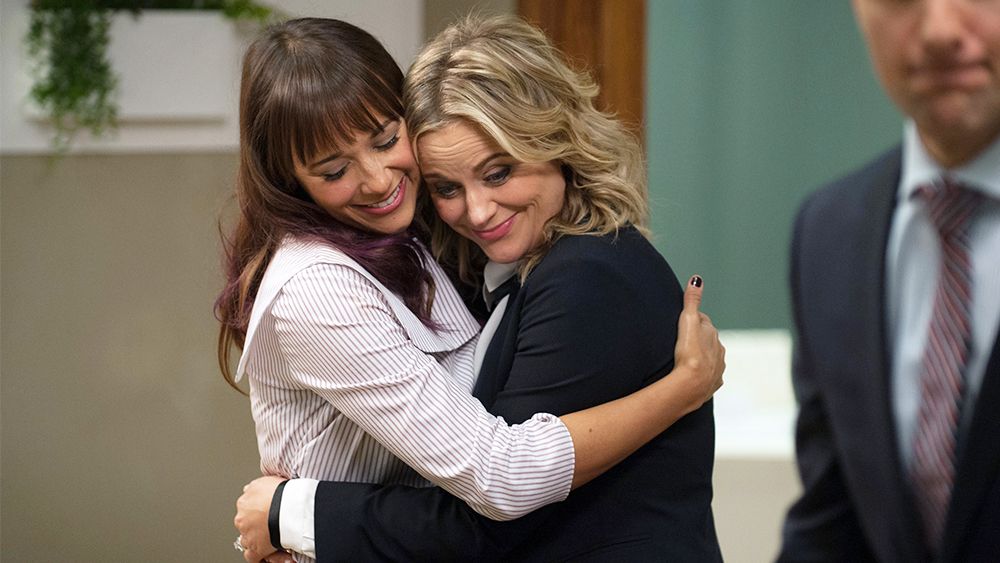 """PARKS AND RECREATION -- """"One Last Ride"""" Episode 712/713 -- Pictured: (l-r) Rashida Jones as Ann Perkins, Amy Poehler as Leslie Knope -- (Photo by: Colleen Hayes/NBC)"""