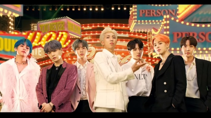 BTS - Boy With Luv feat