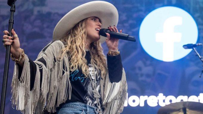 Miley Cyrus performs a live surprise