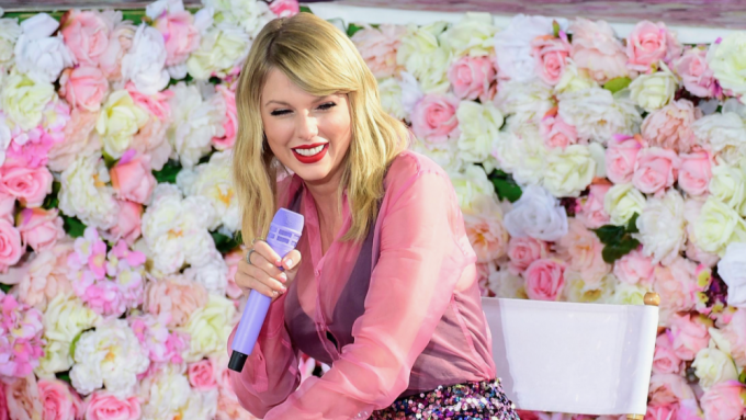 Taylor Swift Debuts 'Lover' Video, Sings
