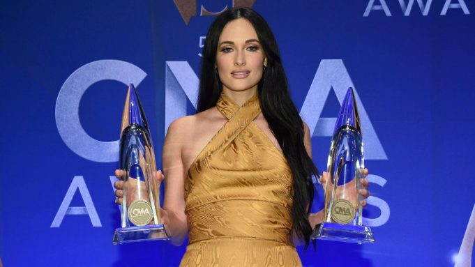 Backstage At The Cma Awards With Kacey Musgraves Garth Brooks Variety