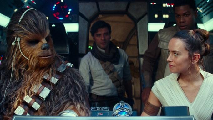 Joonas Suotamo is Chewbacca, Oscar Isaac