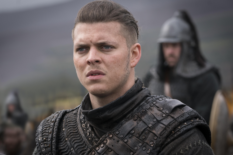 Vikings Creator Breaks Down The Midseason Finale S Bloody Battle Variety