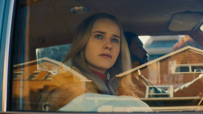 I'm Your Woman' Review: Rachel Brosnahan Plays a Thief's Better Half -  Variety