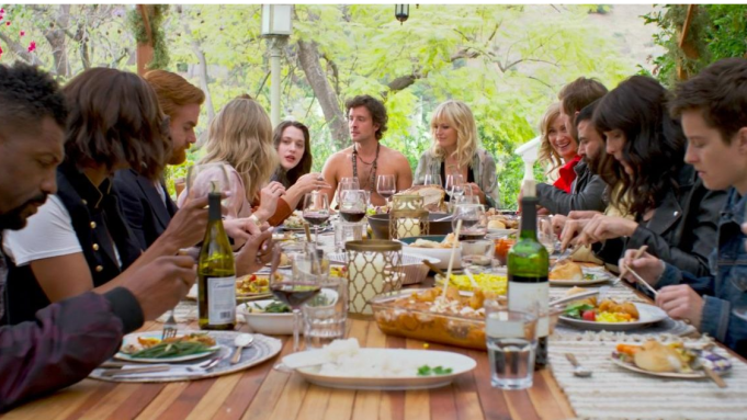 'Friendsgiving' Review: A Thanksgiving Buffet With