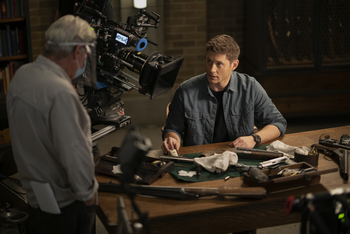 "Supernatural -- ""Carry On"" -- Image Number: SN1520A_BTS_0279r.jpg -- Pictured (L-R): Behind the scenes with director Robert Singer and Jensen Ackles -- Photo: Cristian Cretu/The CW -- © 2020 The CW Network, LLC. All Rights Reserved."