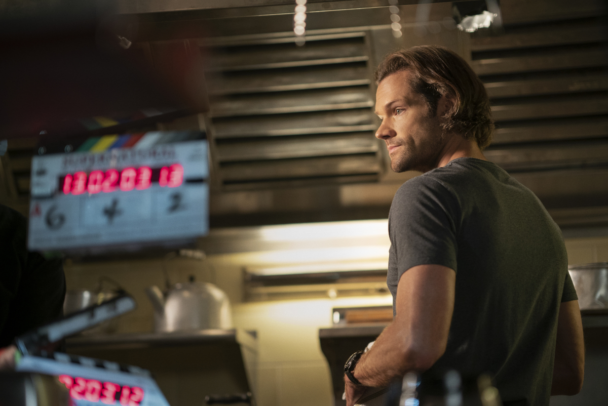 "Supernatural -- ""Carry On"" -- Image Number: SN1520A_BTS_0306r.jpg -- Pictured: Behind the scenes with Jared Padalecki -- Photo: Cristian Cretu/The CW -- © 2020 The CW Network, LLC. All Rights Reserved."