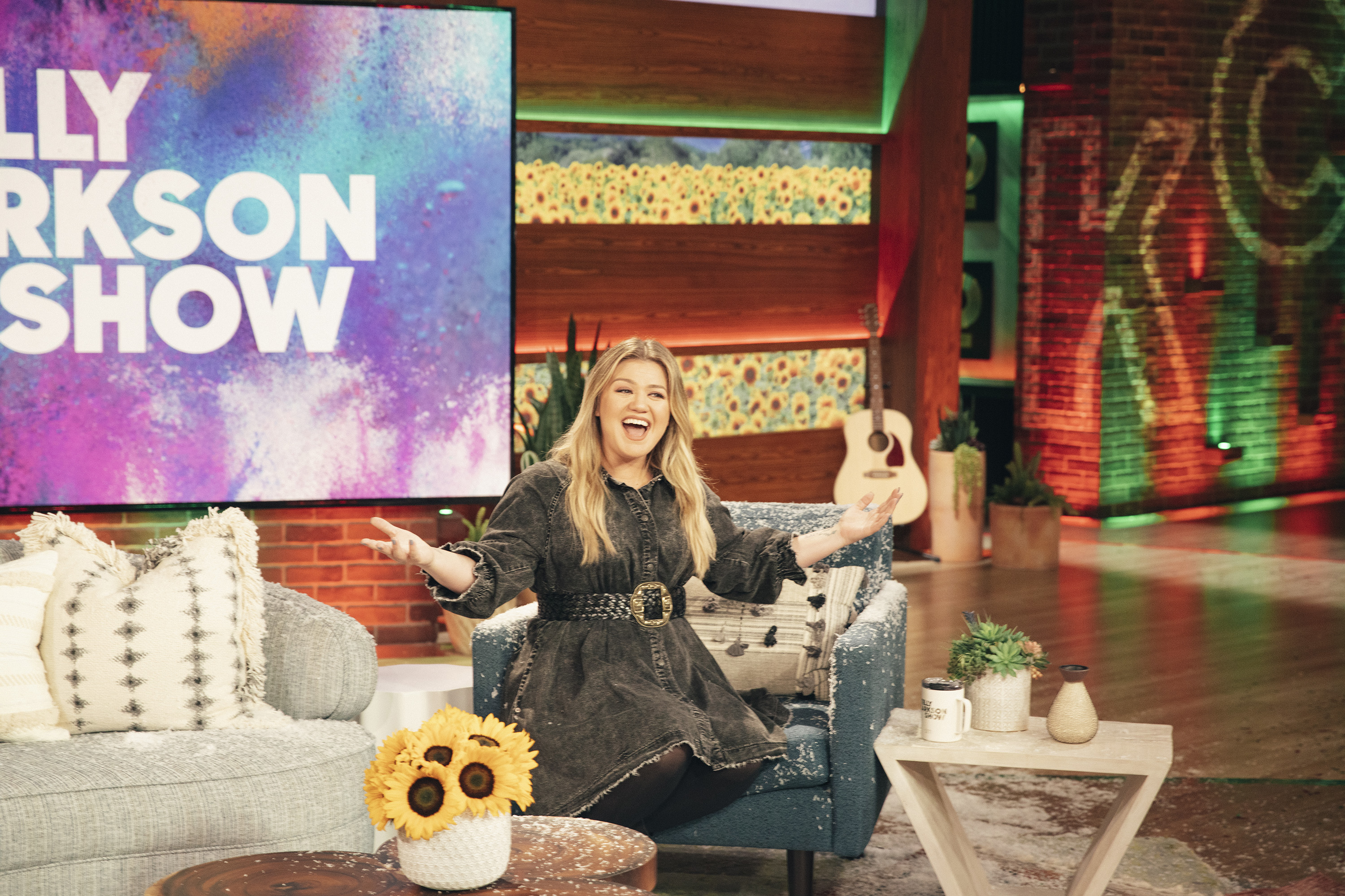 'The Kelly Clarkson Show' Renewed Through 2023 by NBCUniversal
