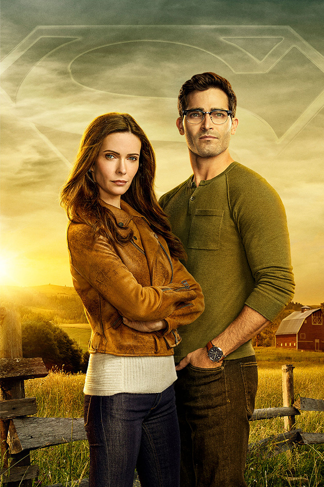 Superman & Lois -- Image Number: SML_PR_2Shot_8x12.jpg -- Pictured (L-R): Elizabeth Tulloch as Lois Lane and Tyler Hoechlin as Clark Kent -- Photo: Nino Muñoz/The CW -- © 2020 The CW Network, LLC. All Rights Reserved.