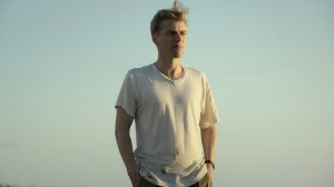 British Actor Johnny Flynn Excavates the Past for Hidden Truths in 'The Dig,' 'Stardust'