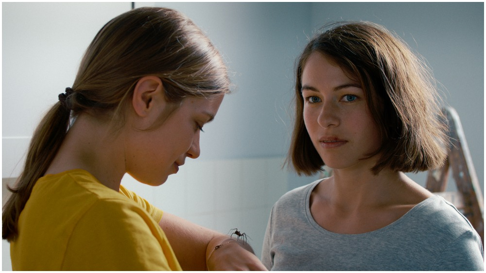 'The Girl and the Spider' Review: A Simple Move Stirs Up Complex Emotions in Swiss Art Film
