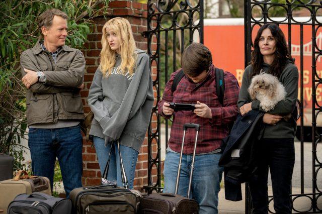Courteney Cox, Greg Kinnear, Mira Sorvino Horror Comedy 'Shining Vale' Ordered to Series at Starz.jpg