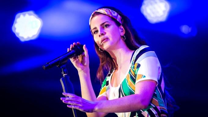 Comenta Lana Del Rey.  Foto de archivo
