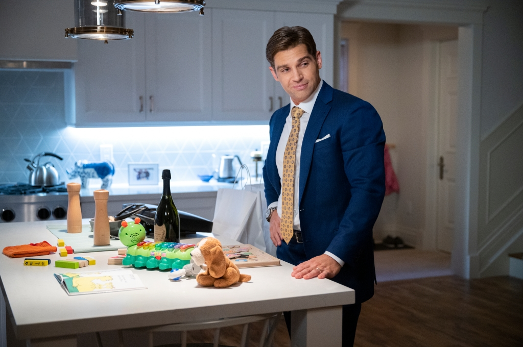 SEX/LIFE (L to R) MIKE VOGEL as COOPER CONNELLY in episode 106 of SEX/LIFE Cr. AMANDA MATLOVICH/NETFLIX © 2021