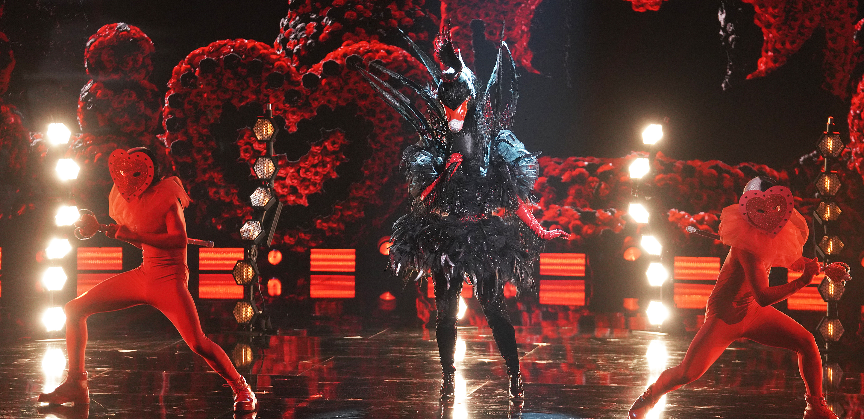 """THE MASKED SINGER: Black Swan in the """"The Spicy Six - The Competition Heats Up!"""" episode of THE MASKED SINGER airing Wednesday, May 5 (8:00-9:00 PM ET/PT), © 2021 FOX MEDIA LLC. CR: Michael Becker/FOX."""