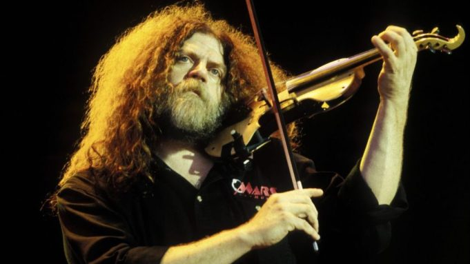 Kansas violinist Robby Steinhardt passes away at 71. WANTAGH, NY APRIL 15: Robby Steinhardt of Kansas performs at the Jones Beach Theater on April 15, 2000 in Wantagh, New York. . Credit: mpi04/MediaPunch /IPX