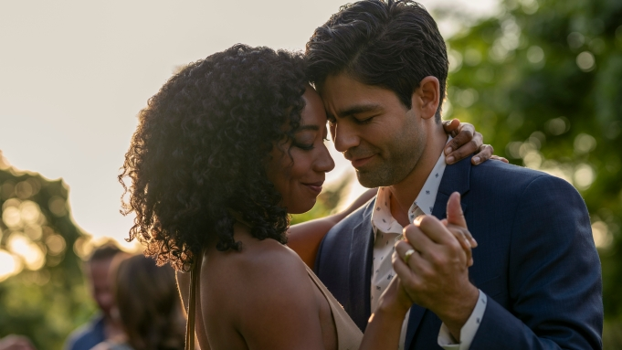 CLICKBAIT (L to R) BETTY GABRIEL as SOPHIE BREWER and ADRIAN GRENIER as NICK BREWER in episode 103 of CLICKBAIT Cr. BEN KING/NETFLIX © 2021