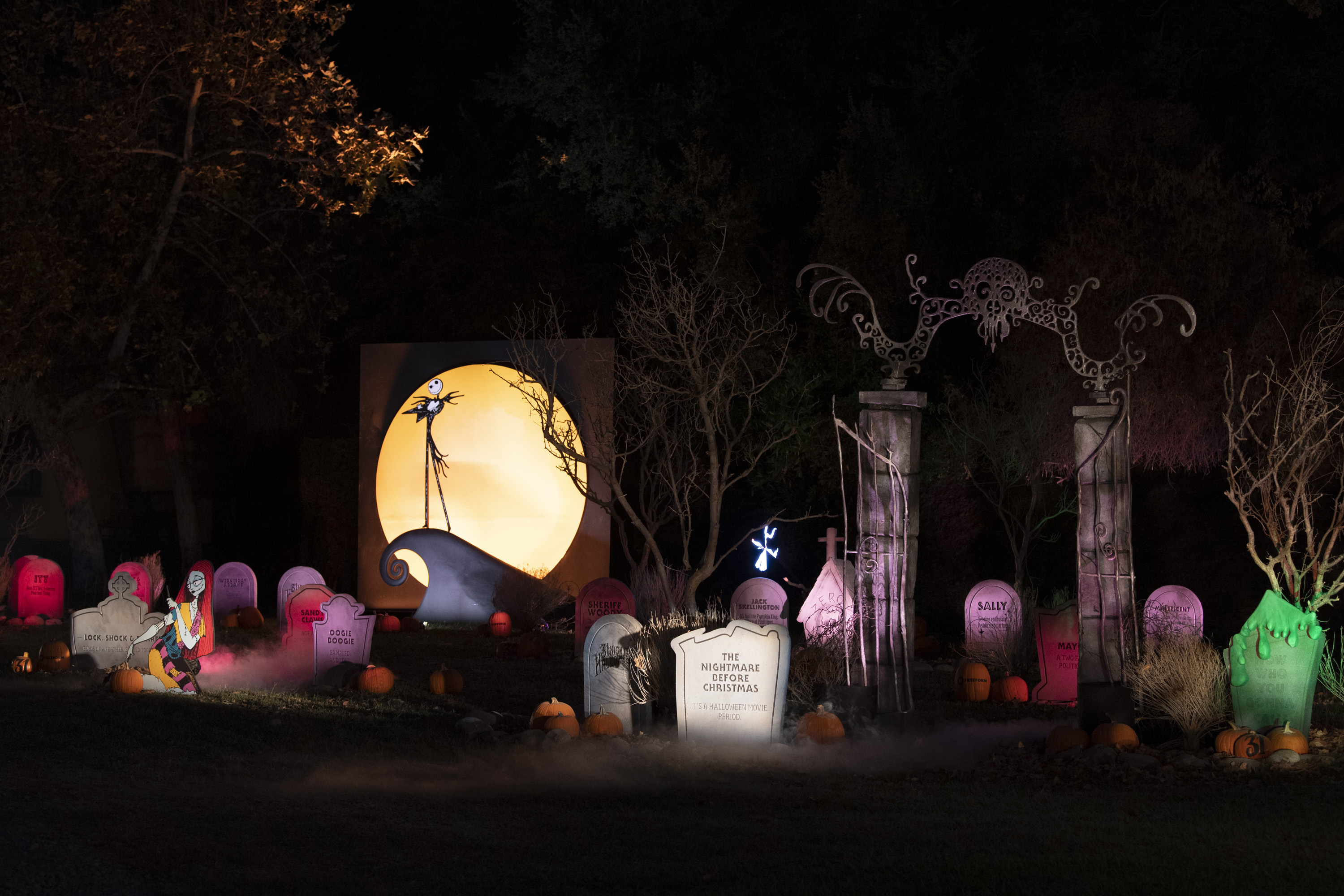 """FREEFORM'S HALLOWEEN ROAD – The network is kicking things off with """"Freeform's Halloween Road,"""" a drive-thru experience filled with tricks and treats for Halloween lovers in the Los Angeles area. The FREE experience will take place at Heritage Square Museum in Los Angeles, California, and is open to the public from FRIDAY, OCT. 2, through SUNDAY, OCT. 4. (Freeform/Richard Harbaugh)FREEFORM'S HALLOWEEN ROAD"""