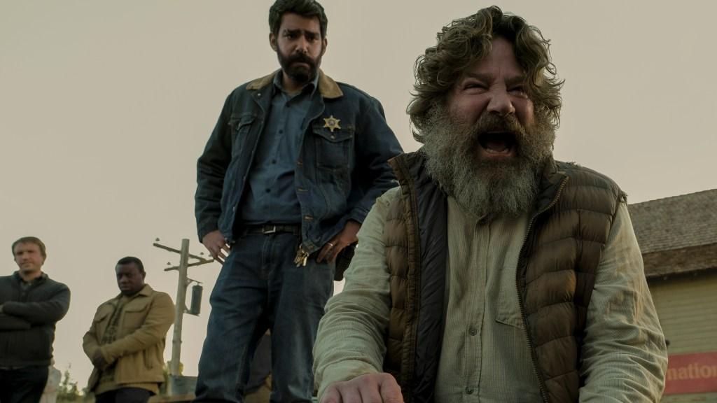 MIDNIGHT MASS (L to R) RAHUL KOHLI as SHERIFF HASSAN and MATT BIEDEL as STURGE in episode 102 of MIDNIGHT MASS Cr. EIKE SCHROTER/NETFLIX © 2021