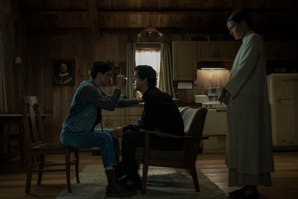 MIDNIGHT MASS (L to R) ANNABETH GISH as DR. SARAH GUNNING, HAMISH LINKLATER as FATHER PAUL, and SAMANTHA SLOYAN as BEV KEANE in episode 103 of MIDNIGHT MASS Cr. EIKE SCHROTER/NETFLIX © 2021