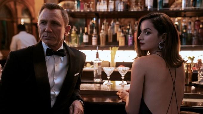 B25_39456_RC2James Bond (Daniel Craig) and Paloma