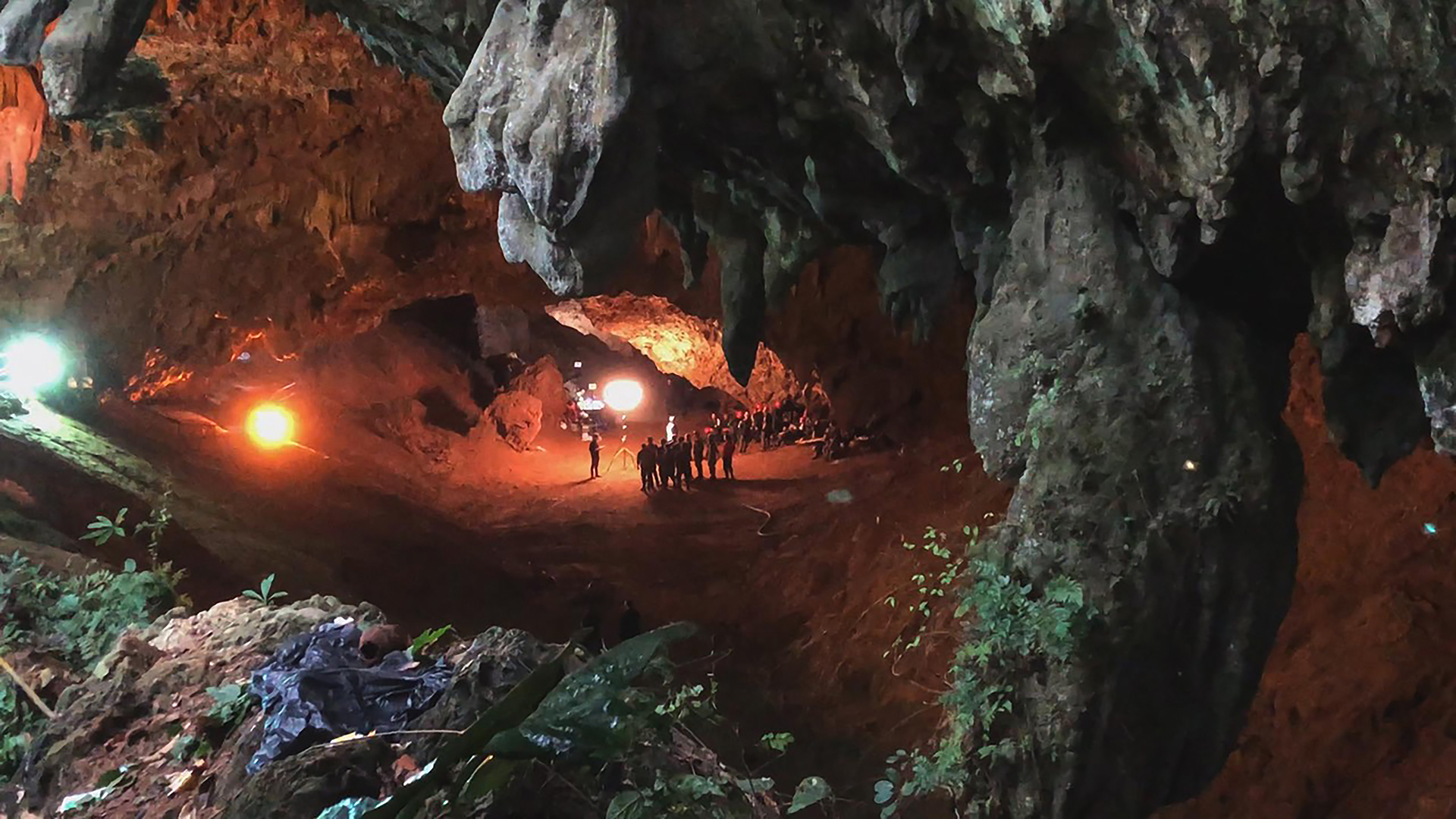 THE RESCUE chronicles the 2018 rescue of 12 Thai boys and their soccer coach, trapped deep inside a flooded cave. E. Chai Vasarhelyi and Jimmy Chin reveal the perilous world of cave diving, bravery of the rescuers, and dedication of a community that made great sacrifices to save these young boys. (Credit: National Geographic)