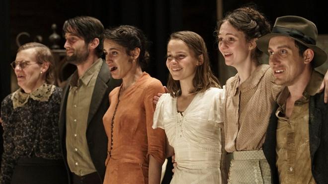 Clara Rugaard, Ferdia Walsh-Peelo Star in Rodrigo Cortes' 'Love Gets a Room,' From Nostromo (EXCLUSIVE)