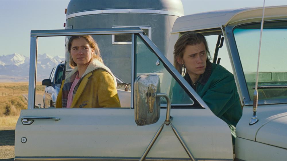 Regarder la vidéo Owen Teague on Filming 'Montana Story' During Pandemic: 'Fear Fed My Performance'